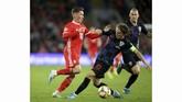Pada pertandingan Kualifikasi Piala Eropa 2020 antara Wales vs Kroasia di Stadion Cardiff City, Minggu (13/10), dua bintang mengalami cedera, yakni Luka Modric dan Gareth Bale. (Nigel French/PA via AP)