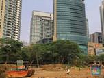 Melihat Kampung Kumuh yang Dikepung Gedung Tinggi di Jakarta