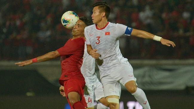 Indonesia menghadapi kesulitan melawan Vietnam. 'The Golden Stars' berhasil mengakhiri babak pertama dengan keunggulan 1-0. (ANTARA FOTO/Nyoman Budhiana/hp)