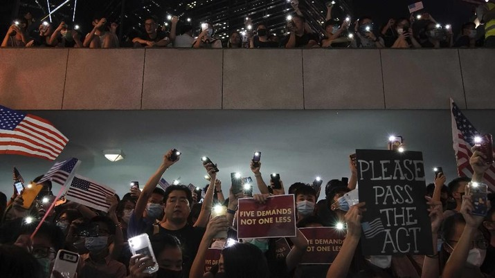 Goldman Sachs memprediksi Singapura memperoleh berkah US$ 4 miliar karena kekacauan di Hong Kong