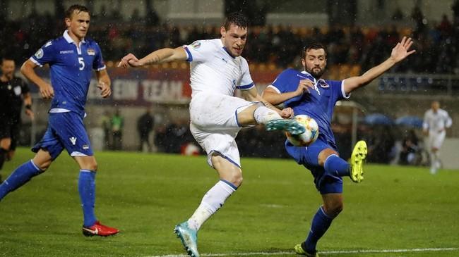 Andrea Belotti jadi bintang kemenangan Italia dengan sepasang gol yang dicetaknya.(STEFAN WERMUTH / AFP)