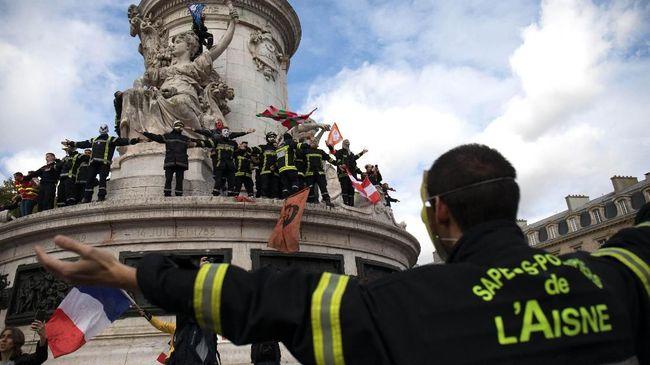 Ribuan Pemadam Kebakaran Prancis Demo Tuntut Naik Gaji