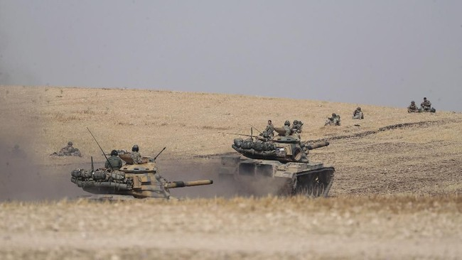 Pertempuran antara pasukan Turki dan Kurdi ini berpusat di dekat Kota Manbij, Suriah, yang berbatasan langsung dengan negara pimpinan Presiden Recep Tayyip Erdogan tersebut. (Ugur Can/DHA via AP)