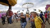Musim gugur hampir usai di Rumania, hal itusekaligus menjadi penanda keriaan akan berakhir. (AP Photo/Andreea Alexandru)