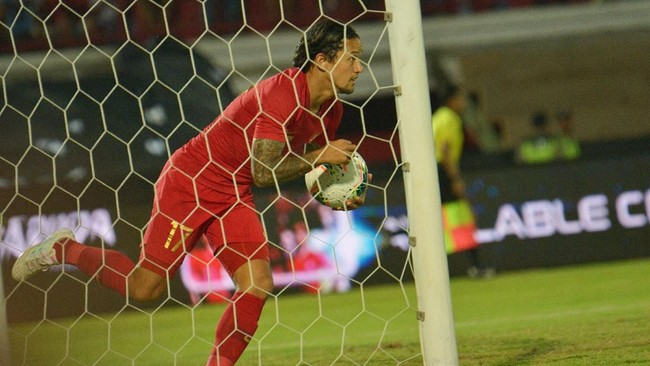 Indonesia akhirnya bisa mencetak satu gol balasan lewat Irfan Bachdim di menit ke-83. (ANTARA FOTO/Nyoman Budhiana/hp)
