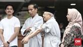 Jokowi dan Ma'ruf Amin usai melakukan pemeriksaan awal Medical Check up di RSPAD, dalam rangka pemeriksaan kesehatan untuk Pemilu 2019, Minggu, (12/8/2018). (CNN Indonesia/Andry Novelino).