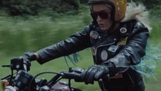 Katy Perry Bersantai di Video Musik 'Harleys in Hawaii'