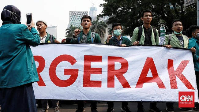 Mahasiswa mendesak Presiden Joko Widodo mengeluarkan Perppu KPK. (CNN Indonesia/Andry Novelino)