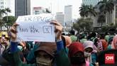 Menurut koordinator aksi BEM SI, Erfan Kurniawan semula BEM SI memperkirakan jumlah peserta aksi 1.000 mahasiswa. Namun, pihaknya mengatakan jumlah yang hadir kemungkinan berkurang karena diadang aparat keamanan di sekitar kampus. (CNN Indonesia/Andry Novelino)
