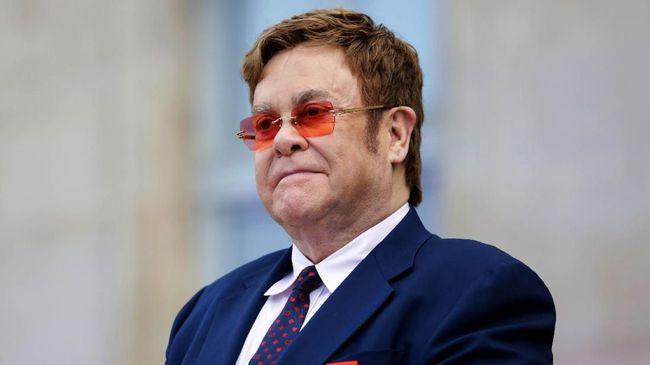 Elton John Donasikan Rp13,9 M untuk Kebakaran Australia