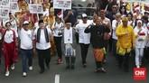 Pasangan Capres-Cawapres Jokowi dan Ma'ruf Amin mengikuti Pawai Deklarasi Pemilu Damai 2019-2024 di kawasan Monas dan Patung Kuda, Jakarta, Minggu (23/9/2018). (CNN Indonesia/Andry Novelino).