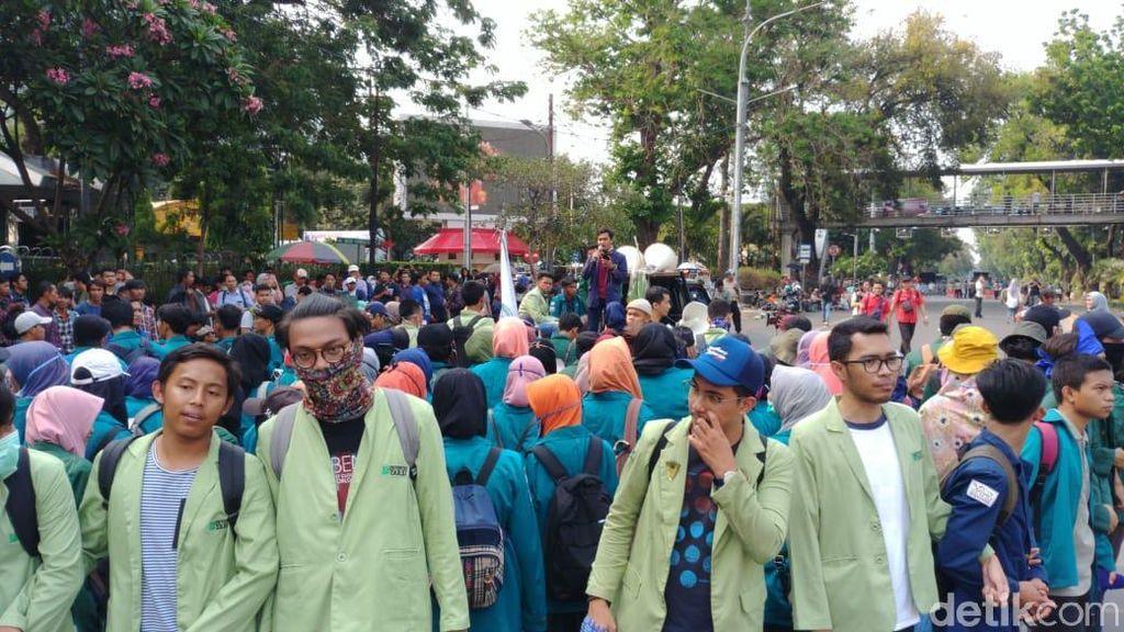 Demo Tagih Perppu KPK, Mahasiswa Tak Akan Berhenti: Napas Masih Panjang