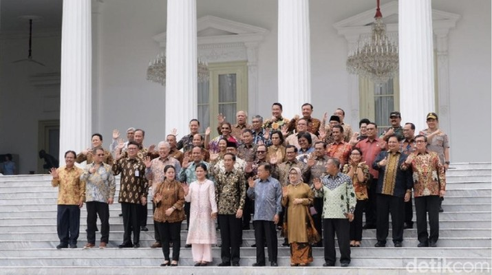 Sri Mulyani yang merupakan pentolan 'Elek Yo Band' memberikan ucapan terima kasihnya secara khusus kepada Jokowi dan JK.