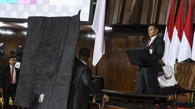 Sejumlah persiapan dilakukan jelang pelantikan presiden dan wakil presiden Joko Widodo dan Ma'ruf Amin, Minggu, 20 Oktober mendatang. ANTARA FOTO/Muhammad Adimaja/aww.