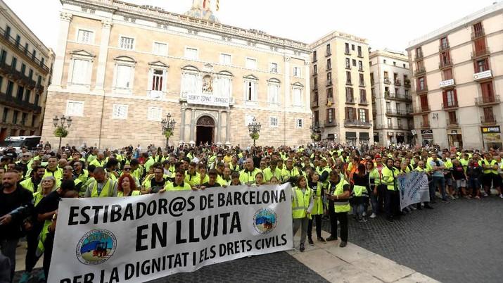 Jalan-jalan utama diblokir di seluruh Catalonia pada hari Jumat dan beberapa jalan utama di Barcelona ditutup untuk mengantisipasi pawai