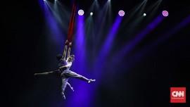 FOTO: 'Terbang' Melintas Waktu dalam Pentas 'Flying'
