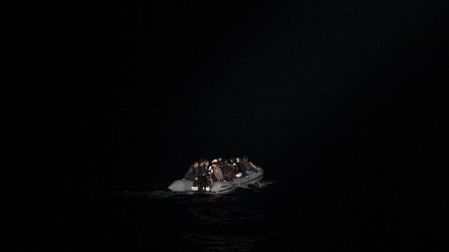 FOTO: Gelombang Imigran Terdampar di Yunani