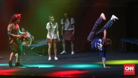 Ragam Aksi dan Riuh Tawa di Drama Tanpa Dialog 'Flying'