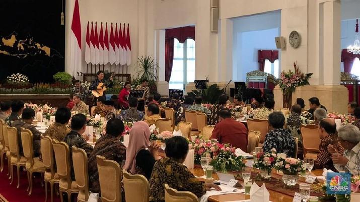 Presiden Joko Widodo (Jokowi) menggelar silaturahmi dengan Para Menteri Kabinet Kerja.