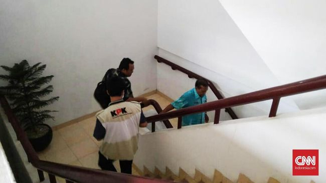 KPK Geledah Kantor Dishub dan Dinas PU Medan