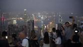 Meski demikian, para wisatawan yang masih ingin mengunjungi Hong Kong di pekan-pekan ini pun bisa mendapat keuntungan. Berbagai hotel dan tempat atraksi memberikan potongan harga yang lumayan untuk menarik turis. (AP Photo/Felipe Dana)