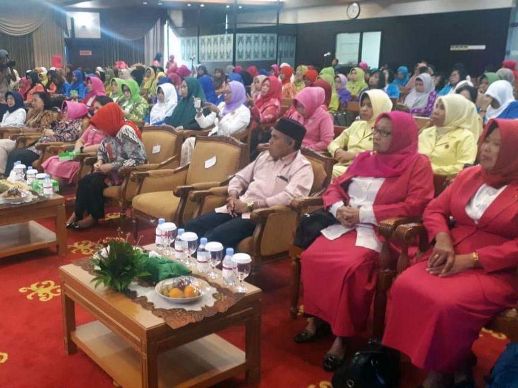 Hal itu disampaikan dalam sosialisasi dini kanker payudara di ruang Ruhui Rahayu, Kantor Gubernur Kaltim, Samarinda, Jumat (18/10). Pool/YKPI.