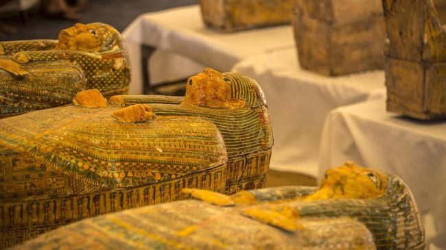 Mesir pun berupaya mempromosikan warisan arkeologi untuk menghidupkan kembali sektor pariwisata vital yakni temuan benda-benda kuno.(Photo by Khaled DESOUKI / AFP)