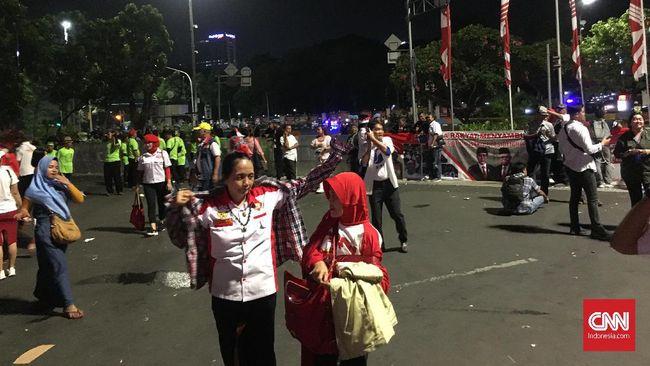Riuh Kecewa Relawan saat Jokowi Batal Menyapa