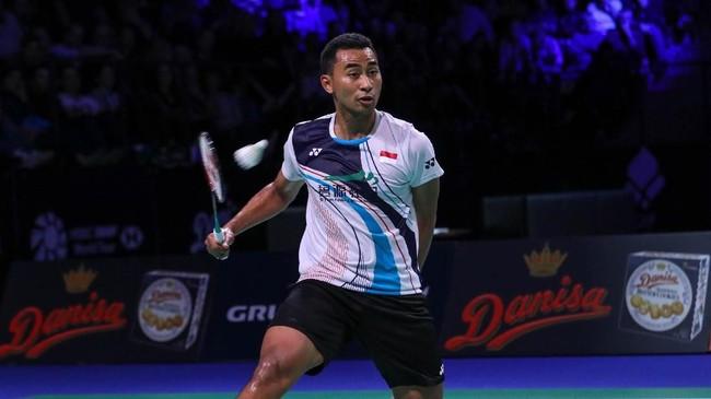 Satu wakil Indonesia, Tommy Sugiarto gagal lolos ke babak final karena kalah dari Kento Momota di babak semifinal. (dok. PBSI)