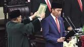 Jokowi dan Ma'ruf Amin membacakan sumpah jabatan sebagai Presiden dan Wakil Presiden RI periode 2019-2024. (ANTARA FOTO/Akbar Nugroho Gumay/pras)