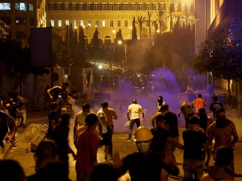Saat demo makin membesar, Menteri Telekomunikasi Lebanon memutuskan pengenaan pajak WhatsApp batal. Foto: Reuters