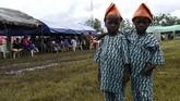 Penduduk di kota yang berjarak sekitar 100 kilometer utara kota terbesar Nigeria, Lagos, mengatakan bahwa hampir setiap keluarga memiliki beberapa anak kembar. (AFP/Pius Utomi Ekpei)