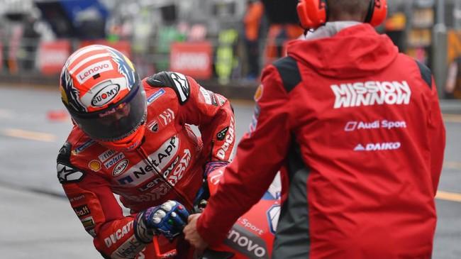 Andrea Dovizioso mengakhiri babak kualifikasi dengan start dari posisi ketujuh. (Photo by Toshifumi KITAMURA / AFP)