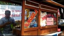 VIDEO: Syukuran, Relawan Jokowi Bagi-bagi 32 Ribu Nasi Goreng