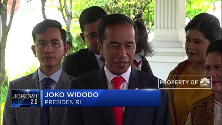 Begitu janji Jokowi yang membuat publik masih harus menantikan misteri kabinet 2.0 terkuak.