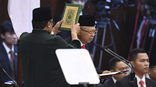 Jokowi dan Ma'ruf Amin membacakan sumpah jabatan sebagai Presiden dan Wakil Presiden RI periode 2019-2024. ANTARA FOTO/Akbar Nugroho Gumay/pras.