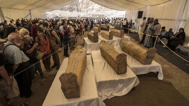 FOTO: 30 Mumi Berumur 3.000 Tahun Ditemukan di Mesir