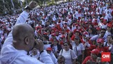 Acara nonton bersama pelantikan Presiden dan Wakil Presiden Terpilih periode 2019-2024 dalam rangka Syukuran Inaugurasi 2019 Dari Relawan Untuk Jokowi Amin di depan Istana Negara, Jakarta, Minggu, 20 Oktober 2019. (CNN Indonesia/Bisma Septalisma)