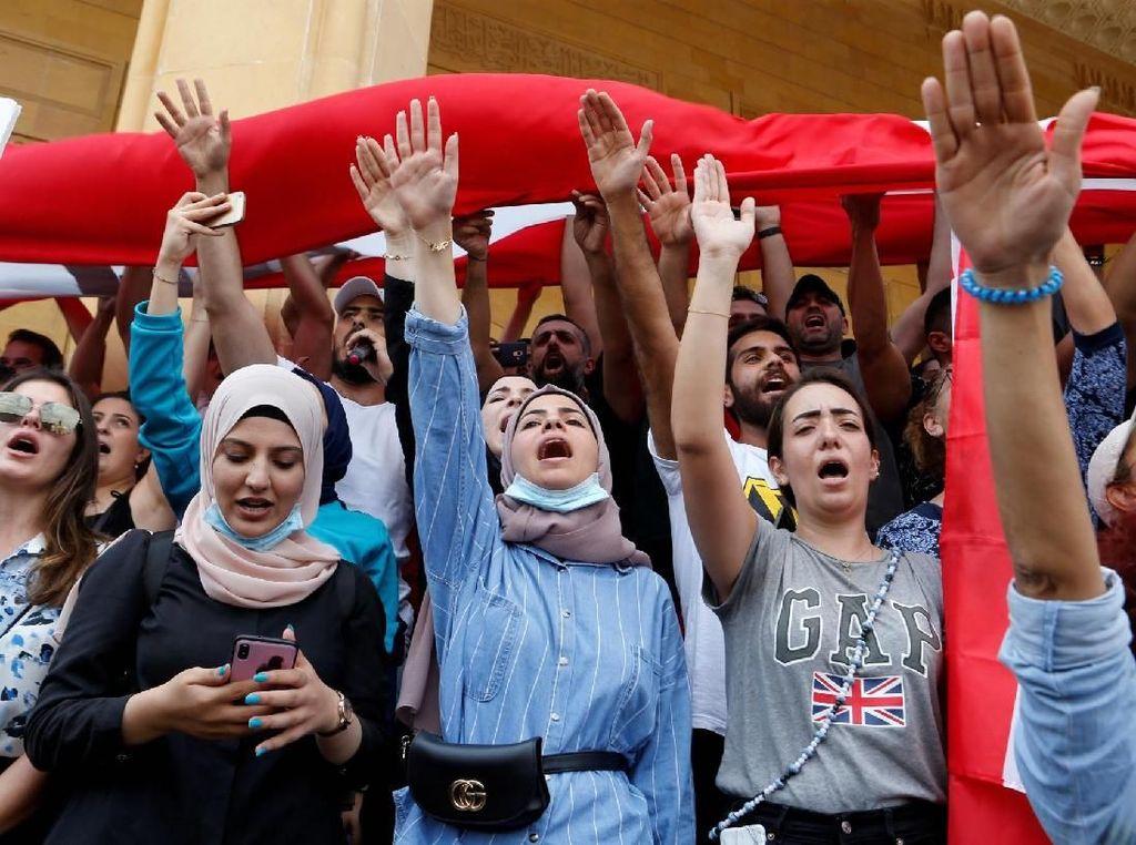 WhatsApp sangat populer di Lebanon, digunakan oleh 84% orang dewasa di sana. Tercatat 98% kelompok usia di bawah 30 tahun menggunakan layanan milik Facebook tersebut. Foto: Reuters