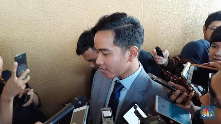 Keluarga Jokowi ramai-ramai maju pilkada, ada apa?
