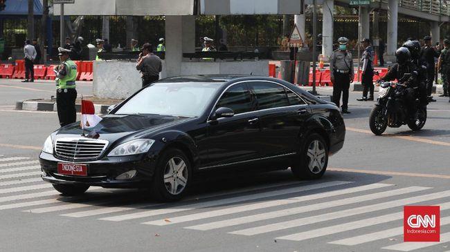 Mercedes-Benz Kebut Produksi Mobil Dinas Jokowi
