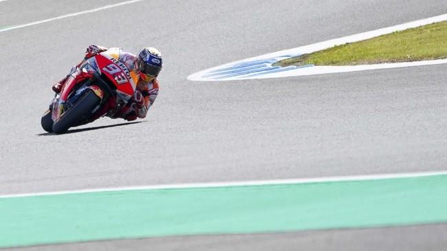 Marc Marquez tampil dominan pada balapan MotoGP Jepang 2019. Pebalap Repsol Honda itu bahkan sempat unggul 2,5 detik atas Fabio Quartararo. (AP Photo/Christopher Jue)