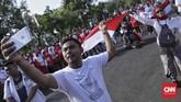 Usai dilantik Jokowi dijadwalkan akan menemui relawan yang sejak pagi sudah menunggunya di kawasan Monas.(CNN Indonesia/Bisma Septalisma)