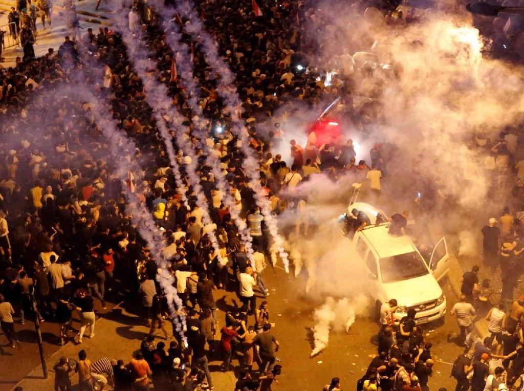 Demo Besar-besaran Gegara Pakai WhatsApp Harus Bayar