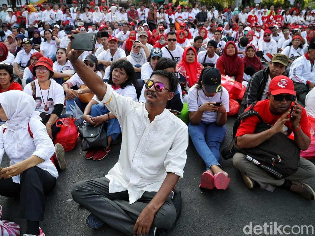 Suasana Nobar Pelantikan Presiden di Medan Merdeka Barat