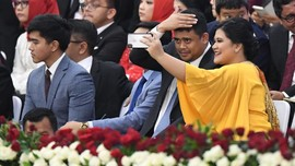 Cerah, Kahiyang Pilih Warna Kuning di Pelantikan Presiden