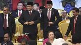 Ketua Umum Partai Gerindra Prabowo Subianto (kiri) dan Waketum Sandiaga Uno (kanan) juga hadir dalam pelantikan ini. Kehadiran Prabowo-Sandi menguatkan indikasi Gerindra bakal masuk koalisi. (ANTARA FOTO/Akbar Nugroho Gumay/aww)