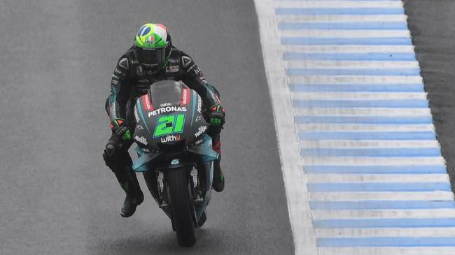 Franco Morbidelli punya kesempatan meraih hasil bagus karena ia akan start dari posisi kedua MotoGP Jepang. (Photo by Toshifumi KITAMURA / AFP)