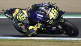 Valentino Rossi mengalami nasib sial di MotoGP Jepang 2019. The Doctor mengalami kecelakaan saat balapan menyisakan empat lap. (AP Photo/Christopher Jue)