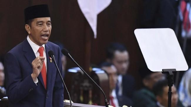 Usai dilantik, Jokowi memberikan pidato politik yang berisi rencana kerjanya selama lima tahun ke depan.(ANTARA FOTO/Akbar Nugroho Gumay/pras)